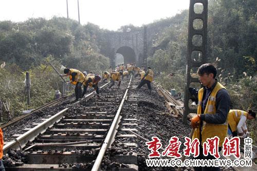 成都铁路局线路大修施工全面启动